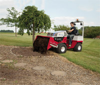 "<a href=""/press/?iid=1919"" class=""presslink"">Enlarge Picture/Press Link</a>Ventrac 4500Y diesel with Slip Scoop bucket :: The 4500 with Power Bucket lets you put mulch right where you want it simply and easily."