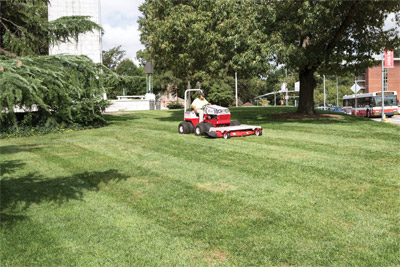 Striping lawn with Ventrac 4500 and HM722 - Professional striping for a beautiful lawn thanks to the heavy duty built Ventrac Mower Deck.