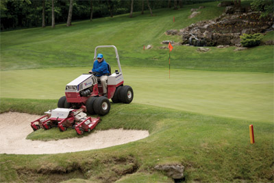 Ventrac 4500 with Contour Mower Maneuvers on Golf Course